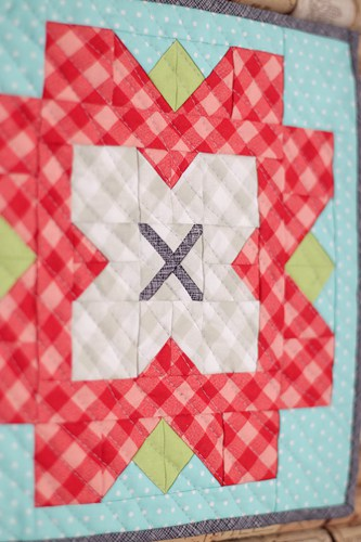 Fleur mini quilt pattern PDF - by Kirsty of Bonjour Quilts