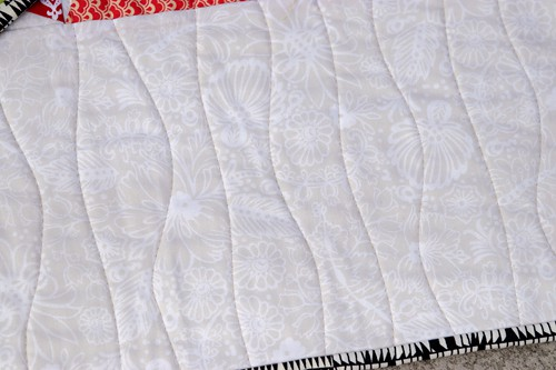 Organic wavy quilting on Zed quilt