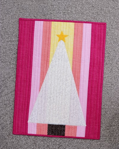 Candy Christmas, an easy holiday themed mini quilt to sew by Bonjour Quilts